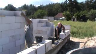 Укладка пеноблока 200х300х600(Строительство домов, комплексные ремонтно-строительные работы в Чернигове и области. Наш сайт: http://krokva.org.ua/..., 2011-12-23T10:10:11.000Z)