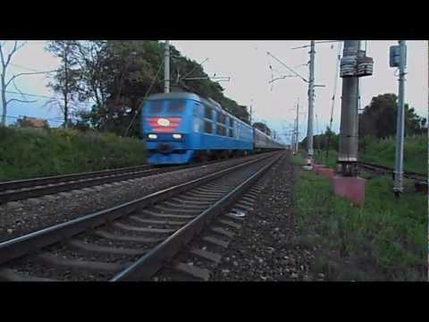 Электровоз ЧС6-026 с поездом №018 «Карелия»