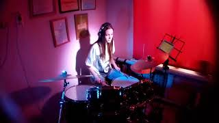 Девушка играет на барабанах «Stressed out» drum cover by Amanova Elya