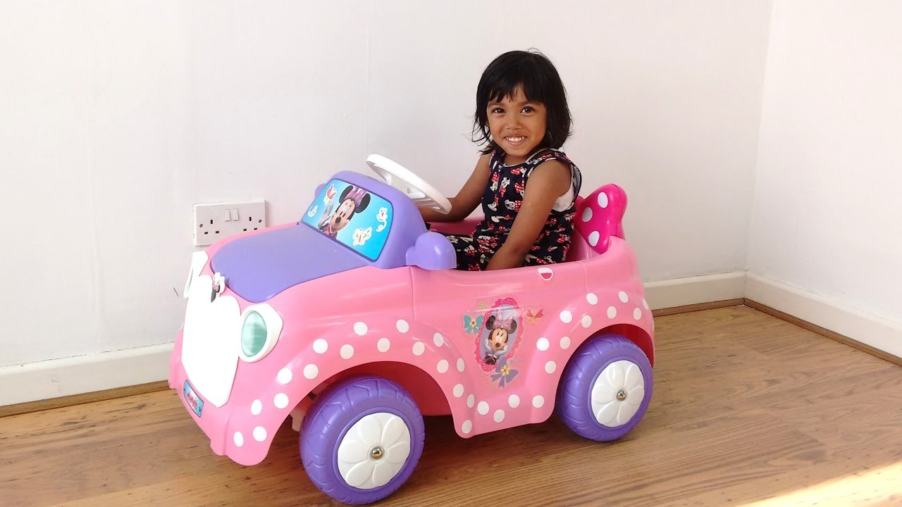 Bus Toys For Girls : Little girl decorating pink minnie mouse ride on car with