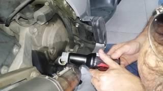 Video Fuga aceite motor test de prueba en moto.Funciona realmente? download MP3, 3GP, MP4, WEBM, AVI, FLV April 2018