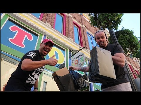 EPISODE 32 - TOY HUNTING AT KOKOMO TOYS WITH CINCY NERD!! COLLECTION TOUR!