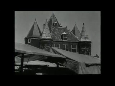 1940: Langs de grachten en de oude gevels van Amsterdam - oude filmbeelden