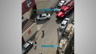 Пожарная машина не может проехать на место возгорания в Сочи