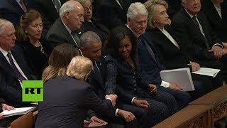 Así ignoró Trump a los Clinton en el funeral de George H.W. Bush