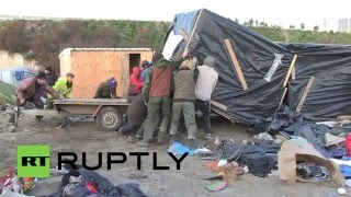Беженцы покинули палаточный лагерь во французском Кале в преддверии сноса(, 2016-01-15T15:06:42.000Z)