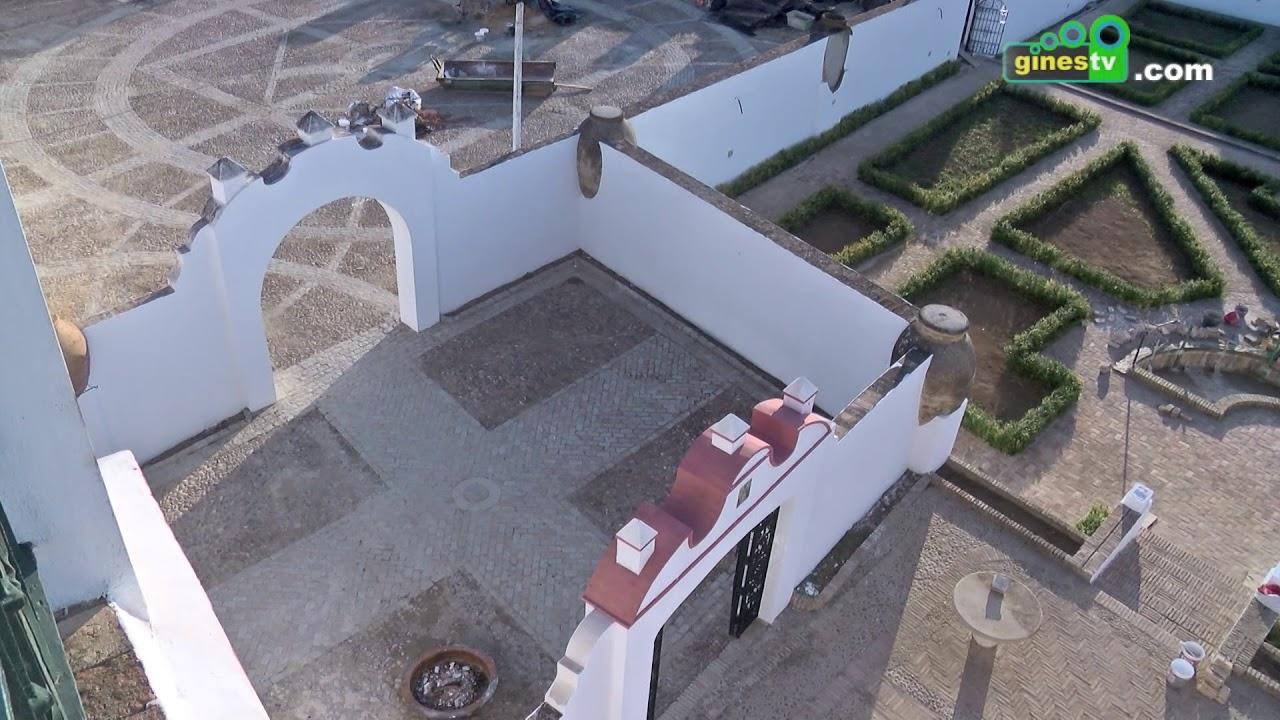 'Restauración de alberca y pintado de muros del Patio Francés de la Hacienda El Santo Ángel'