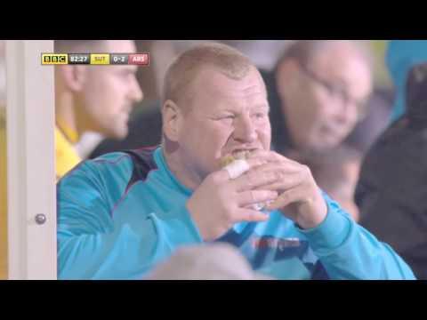 Wayne Shaw Eating aPie (Sutton United vs Arsenal)