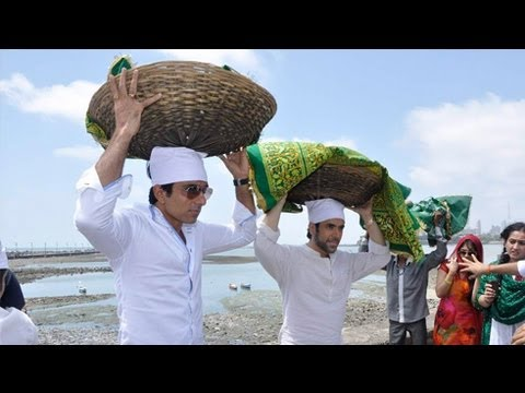 Sonu Sood, Tusshar Kapoor Visit Haji Ali Dargah !