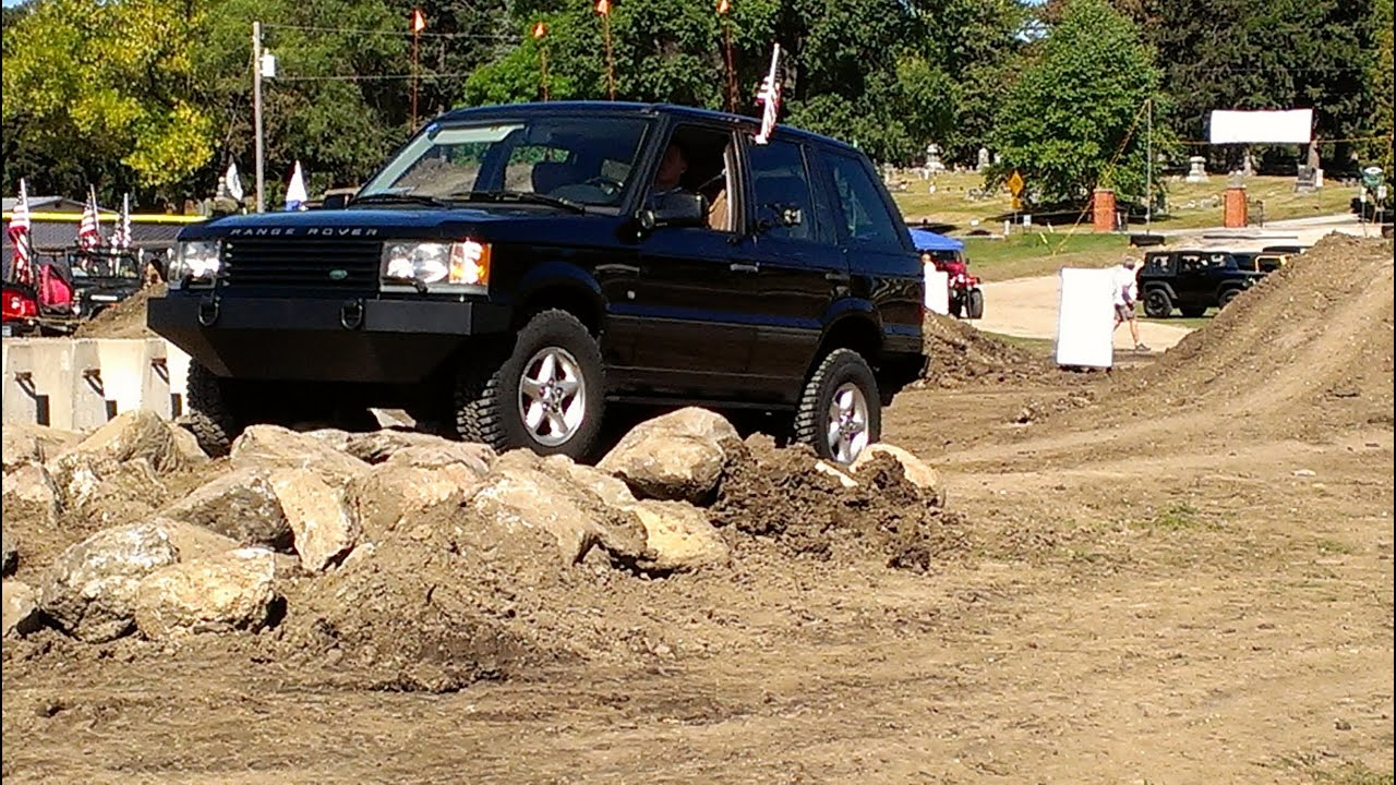 Range Rover P38 on Obstacle Course Iowa Jeep Show 2013