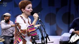 """Patricia Marx em """"Ficar com você"""" no Estúdio Showlivre 2013"""
