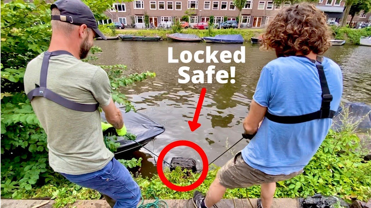 Giant Locked Safe Found Magnet Fishing in Amsterdam (Multiple Safes Found!)