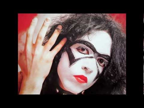 """Paul Stanley photos with """"The Bandit"""" makeup (1973)"""