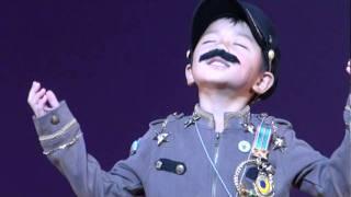 BUDDY幼稚園のオペレッタ、大観衆の前で一人舞台、思わぬ拍手に少...