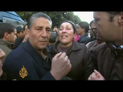 Tunisian police join protesters