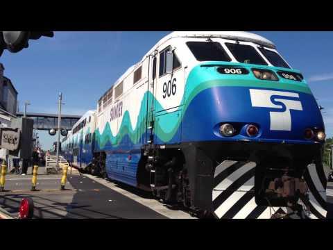 Southbound Sounder Train Leaving Kent Station