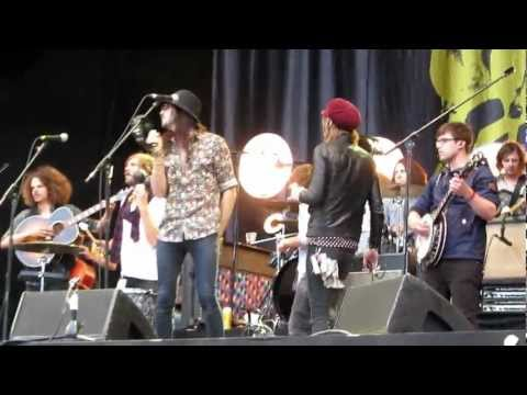 Open Air St. Gallen 2012 - Mumford & Sons, The Kooks, Paolo Nutini and Wolfmother on stage together!