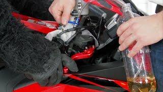 видео Замена тормозной жидкости на мотоцикле