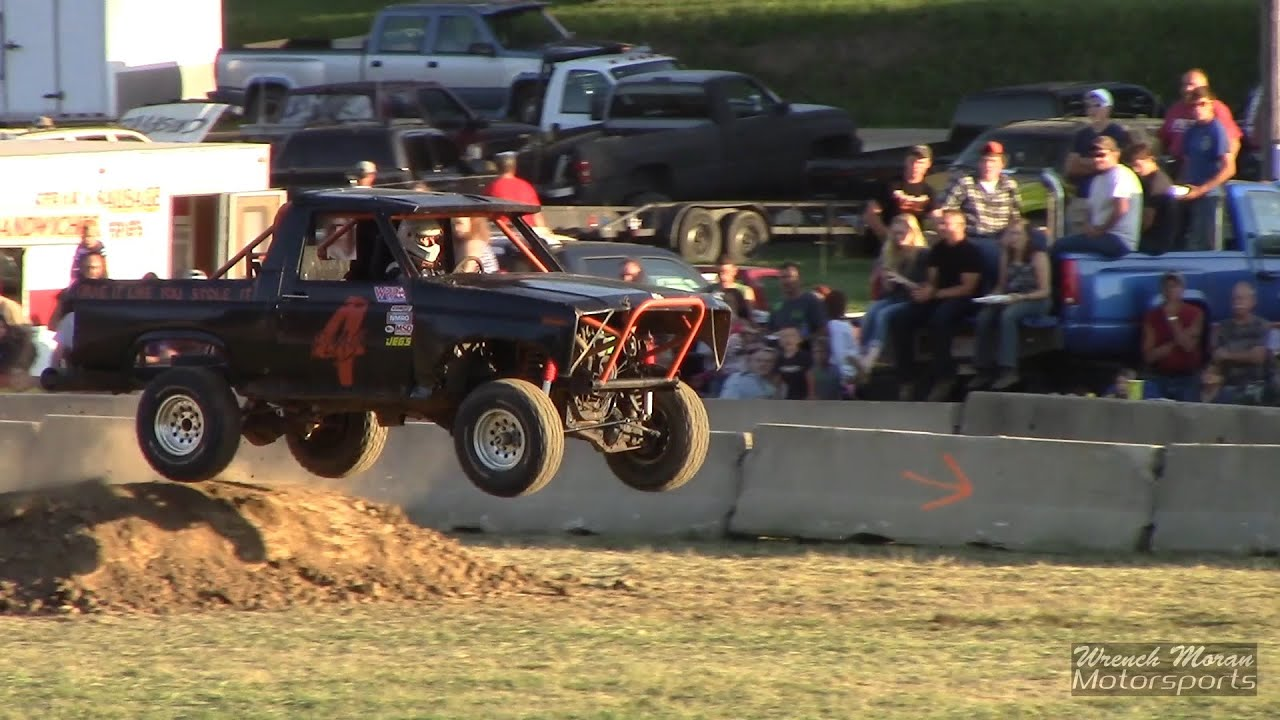 1985 ford bronco tough truck race