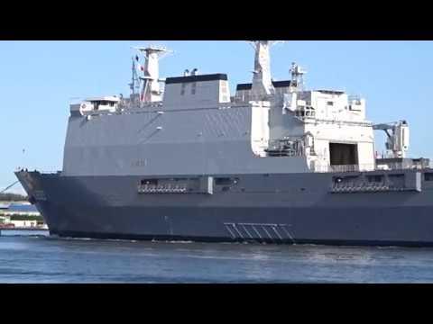 Marineschip Zr Ms Rotterdam / L800 verlaat Scheepswerf Amsterdam Noord - Damen Shiprepair