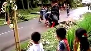 Video Kesenian Berokan dan Kuda Lumping Khas Indramayu download MP3, 3GP, MP4, WEBM, AVI, FLV Maret 2018