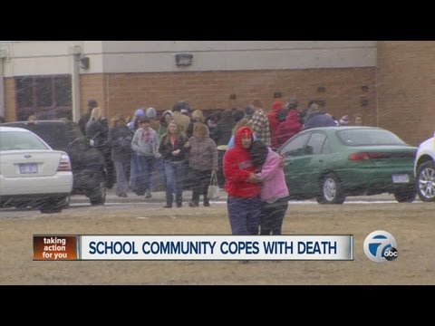 Teen commits suicide in school