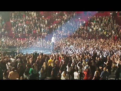 Bailando long version - Enrique Iglesias LIVE in Stockholm, Sweden Globen May 3, 2017 crazy audience