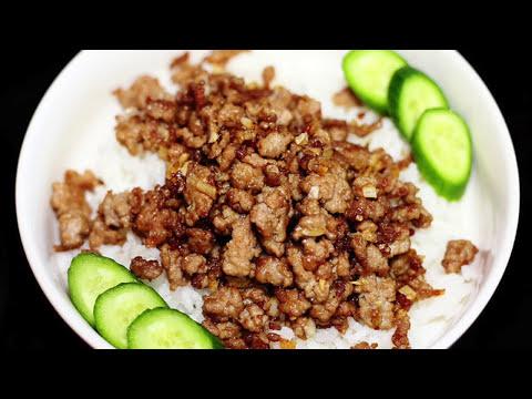 หมูสับผัดซอสน้ำมันหอยราดข้าว - Stir Fried Minced Pork with Oyster Sauce Over Rice