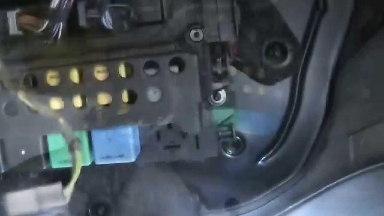 mercedes b200 fuel pump relay location [ 1280 x 720 Pixel ]