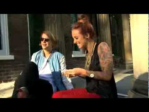 """Tom Odell teaches Phoebe Dykstra all about """"RUMPY PUMPY"""""""