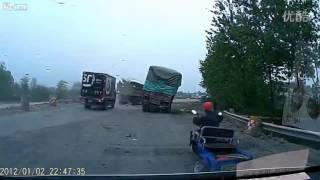 LiveLeak.com - Guy strives to drive vehicle with wheel trouble