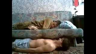 Прикол над спящим чуваком в общаге  Ржака