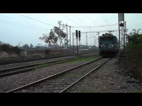 INDIAN RAILWAYS Solo WAG7 27465 passes by on loop line back to TKD yard