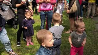 Праздник для детей. День города в парке, сладости и развлечения