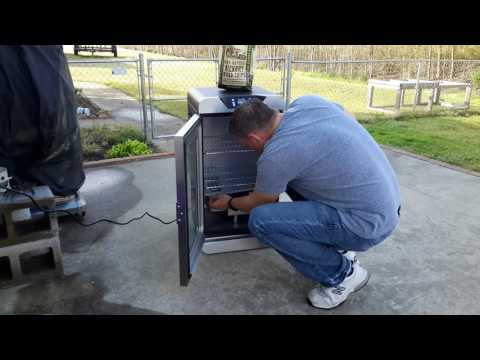 Charbroil Deluxe Digital Electric Smoker Review Best Smoker For Beginners Youtube