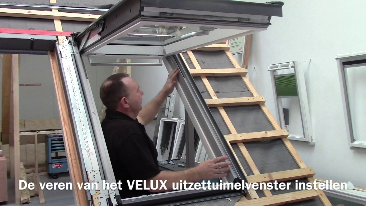 velux de veren van het velux uitzettuimelvenster instellen youtube. Black Bedroom Furniture Sets. Home Design Ideas