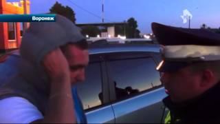 В Воронеже пьяный лихач ударил ножом полицейского