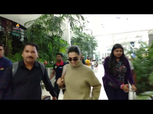 DEEPIKA PADUKONE SPOTTED AT AIRPORT IN MUMBAI RETURN FROM JAIPUR