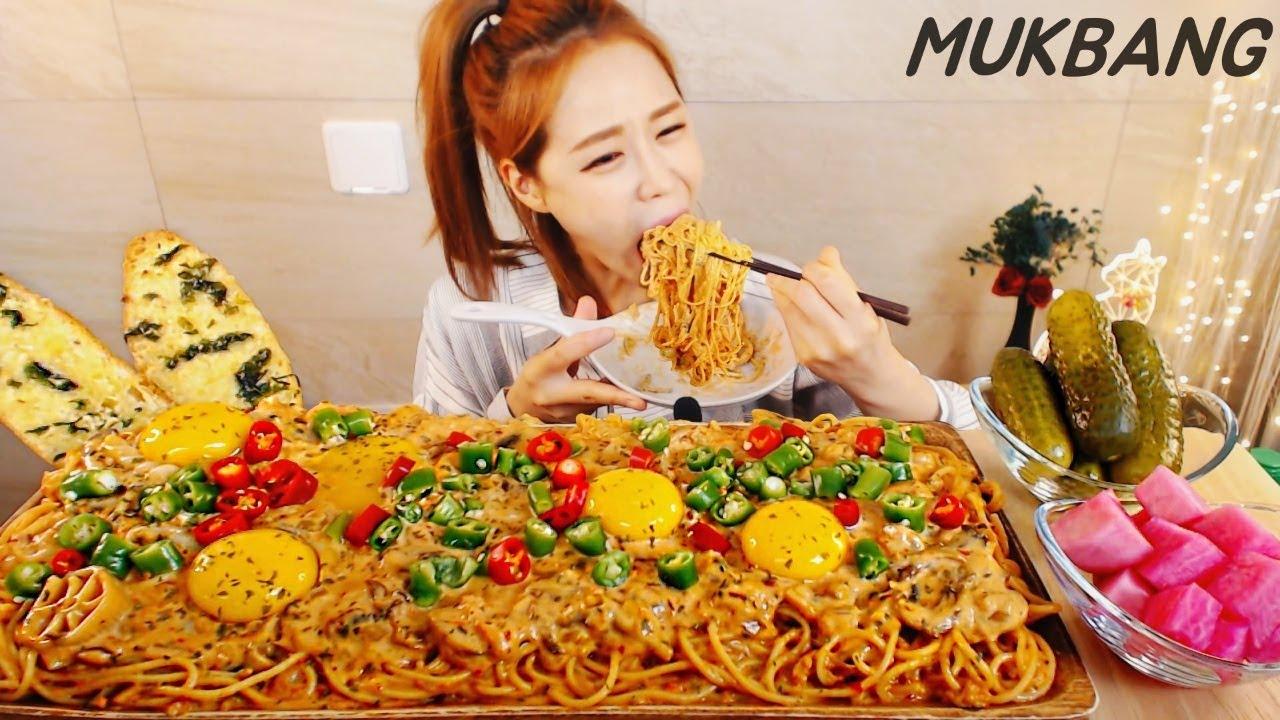 SUB) 꾸덕파스타가 너무 먹고싶었어요...게살듬뿍 매운 크림파스타 버터마늘빵 먹방 Spicy Crab Cream Pasta MUKBANG ASMR yummy eating show
