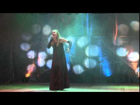 "Юлия Ларионова, песня ""Je Suis Malade"""