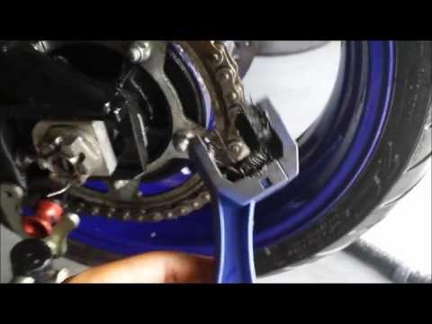 How to Properly Clean and Lubricate a Motorcycle Chain