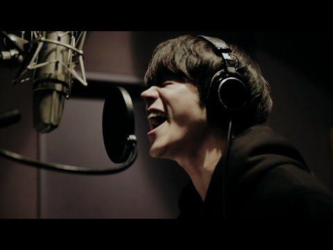 菅田将暉、auのCM楽曲歌っていた 収録姿も公開 au「見たこともない景色」WEB CM