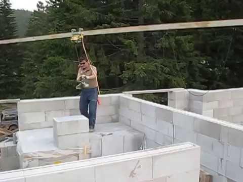 Мини-кран для строительства стен из газобетона