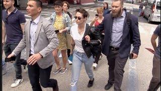 Baixar EXCLUSIVE : Jury member Kristen Stewart arriving in Cannes