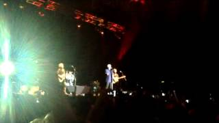 Tom Jones - Green Green Grass Of Home & Delilah (live in Istanbul 2012)