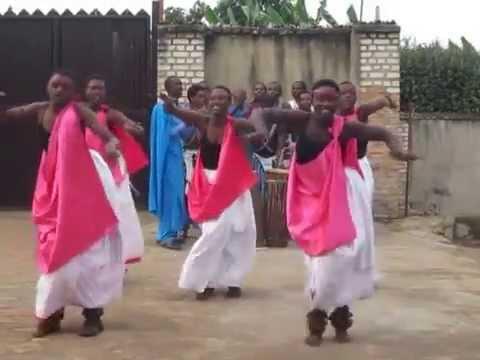 Rwandan ballet female dance (Umushagiriro)