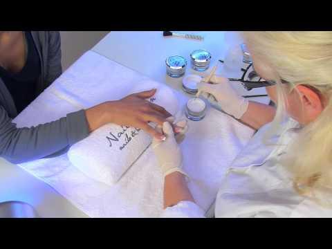 UV Gel Nagelmodellage mit Nagel Tips für künstliche Fingernägel   nded.de