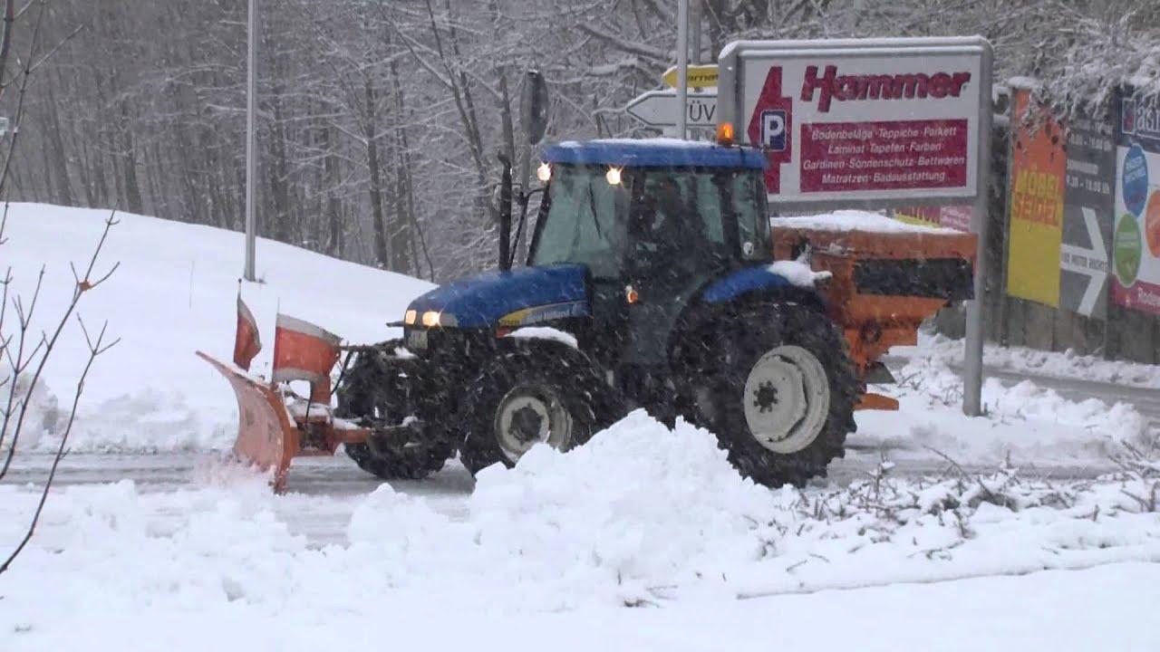 new holland traktor beim winterdienst youtube. Black Bedroom Furniture Sets. Home Design Ideas