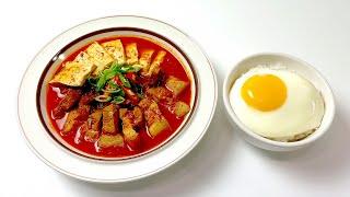 보글보글 매콤한 식 돼지고기 김치찌개  •  김치 요리…