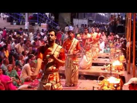 INDIA GANGA AARTI IN VARANASI/BANARAS.
